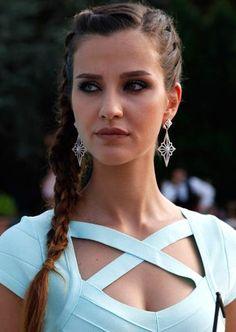 Irem Helvacioglu Best Series, Tv Series, Turkish Beauty, Turkish Actors, Muslim Fashion, Beautiful Celebrities, Life, Cornrows, Faces