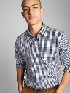 Take your wardrobe to the next level with premium men's shirts from Gap. Browse a line of handsome shirts for men today. Hipster Outfits Winter, Summer Shorts Outfits, Winter Outfits Men, Stylish Mens Outfits, Work Outfits, Winter Hipster, Emo Outfits, Dressy Outfits, Stylish Outfits