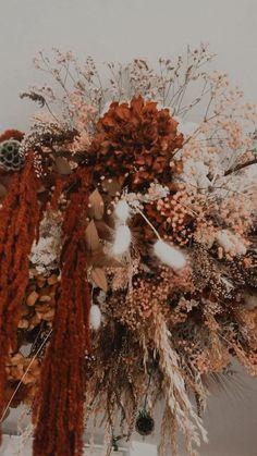 Un nuage fleuri et durable pour une décoration sur mesure, unique et durable. Decoration, Wreaths, Fall, Unique, Handmade, Home Decor, Atelier, Flower Crowns, Dried Flowers