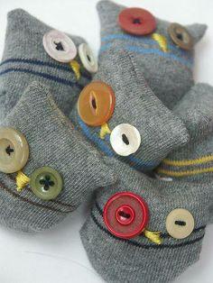 Sock owls; https://scontent-b-gru.xx.fbcdn.net/hphotos-prn1/t1.0-9/10305075_621780591243713_8200180891247547793_n.jpg