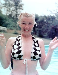Marilyn Monroe without makeup. YES.