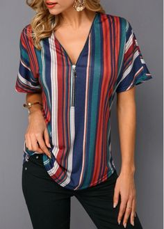 Fashion Tips 2018 Women's Shirts Blouses has never been so Trending! Since the beginning of the year many girls were looking for our Unique guide and it is finally got released. Now It Is Time To Take Action! Casual Skirt Outfits, Stylish Outfits, Cute Outfits, Blouse Styles, Blouse Designs, Modest Fashion, Fashion Outfits, Fashion Tips, Shirt Blouses