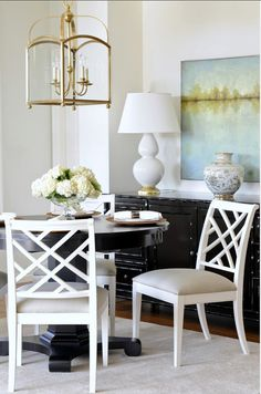 Dining Room. Small Dining Room Ideas. #DiningRoom #SmallDiningRoom #DiningRoomDecor #DiningRoomFurniture Tracey Ayton Photography. Kerrisdale Design Inc.