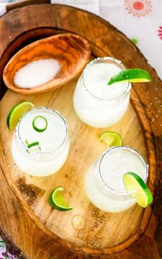 Make this delicious and refreshing Limeade Margarita Recipe right at home with just 3 simple ingredients! Mexican Margarita Recipe, Margarita Recipes, Best Chicken Seasoning, Skinny Sangria, Limeade Margarita, Wine Cocktails, Drinks, 3 Ingredients, Berries