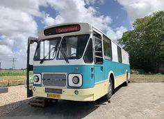 Bijzonder overnachten in een oude stadsbus 100 Euro, Hotels, Rice