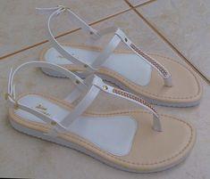 3cea23a2cb Diva Sapatilhas · Sandálias Femininas · Sandália Rasteira Branca Strass   sandáliarasteira  sandáliabranca  sandáliasfemininas  sandáliaflat