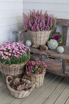 Impressive Front Porch Landscaping Ideas to Increase Your Home Beautiful 04 Strawberry Planters Diy, Backyard Buildings, Garden Planters, Fall Planters, Diy Planters, Farmhouse Design, Farmhouse Decor, Flower Pots, Flower Ideas