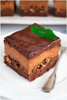 Ciasto z musem czekoladowym i wafelkami Cake with chocolate mousse and wafers - I Love Bake Pastry Recipes, Cookie Recipes, Dessert Recipes, Potica Bread Recipe, Cake Decorating Amazing, Delicious Desserts, Yummy Food, Pastry And Bakery, Catering Food