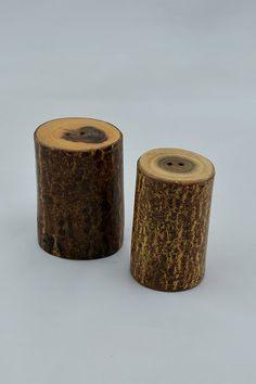 Natural Wood Salt and Pepper Shaker #salt #shaker #handicraft #handmade #wooden #textured #utility #pepper #shaker #dinind #wowtrendy
