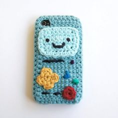 """Louie's Loops: """"Who want's to play video games!"""" This pattern is only to make the various parts of BMO (Adventure Time), and not the iPhone case itself. The phone case pattern can be purchased. Crochet Phone Cover, Crochet Case, Love Crochet, Learn To Crochet, Diy Crochet, Crochet Toys, Kawaii Crochet, Adventure Time Crochet, Iphone 4"""