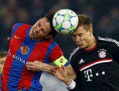 Dün gece oynanan ve Basel'in Bayern Münih'i 1-0 mağlup ettiği UEFA Şampiyonlar Ligi maçında, Marco Streller ve Holger Badstuber arasındaki kafa topu mücadelesi...