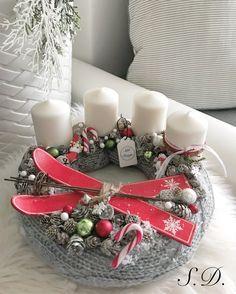 Kötött adventi koszorú Winter Christmas, Christmas Wreaths, Christmas Decorations, Table Decorations, Holiday, Advent Wreath, Theme Noel, Crochet, Centerpieces