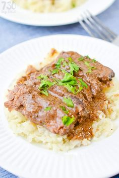 Short ribs are tender and delicious and this low carb slow cooker braised short ribs recipe is no exception. Get some short ribs facts and grab the recipe. Easy Soup Recipes, Rib Recipes, Keto Recipes, Dinner Recipes, Chili Recipes, Brownie Recipes, Healthy Recipes, Ketogenic Crockpot Recipes, Slow Cooker Recipes