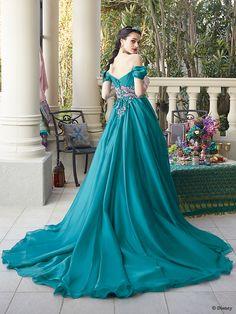 ジャスミン | プリンセスドレス | セカンドコレクション | ディズニー ウエディング ドレス コレクション Pretty Dresses, Blue Dresses, Vintage Dresses, Beautiful Dresses, Disney Princess Dresses, Cinderella Dresses, Peacock Wedding Colors, Hijab Wedding Dresses, Fairy Dress