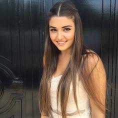 Hande Erçel es Luna una chica que esconde un pasado doloroso pero que no a olvidado la bondad de la gente mucho menos que tiene que luchar por su futuro incierto