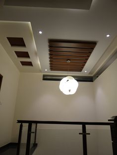 Double Height Lobby ceiling: Corridor & hallway by Hasta architects Modern corridor/hallway design ideas inspiration & pictures Wooden Ceiling Design, Simple False Ceiling Design, House Ceiling Design, Ceiling Design Living Room, Bedroom False Ceiling Design, Wooden Ceilings, Living Room Designs, Fall Celling Design, False Ceiling Ideas