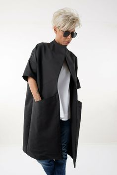 Short Grey Hair, Short Hair Cuts For Women, Short Hair Styles, Kimono Cardigan, Black Cardigan, Looks Style, My Style, Summer Coats, Maxi Coat