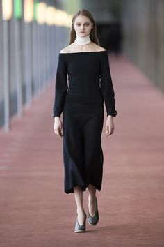 5. Bare shoulder top in stretch wool, knitted flared skirt and neck warmer in extrafine wool, earring in brass, wedge sandals in calf leather #lemaire