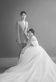 Korean Photoshoot, Couple Photoshoot Poses, Funny Wedding Photos, Wedding Pics, Wedding Dresses, Pre Wedding Poses, Pre Wedding Photoshoot, Korean Wedding Photography, Wedding Photo Inspiration