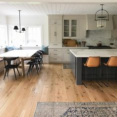 Cozy Home Interior Find kitchen remodel ideas with pictures from Jbirdny for kitchen cabinets, countertops, backsplashes, islands and more. Classic Kitchen, New Kitchen, Kitchen Dining, Kitchen Decor, Kitchen Ideas, Dining Table, Awesome Kitchen, Dining Room, Kitchen Designs