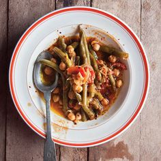 Loubieh Wa Hommus Bi-Ziet (Lebanese-Style Green Beans With Chickpeas in Olive Oil).