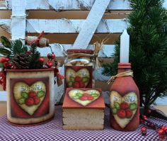Imagem Country Crafts, Country Art, Christmas 2017, Christmas Crafts, Christmas Ornaments, Decoupage Vintage, Country Paintings, Decorated Jars, Bottle Painting