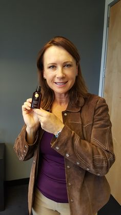 Jennifer Collins- star of the upcoming horror flick The Conjuring 2 is obsessed with our hair serum and it's ability to give her hair the sheen she wants on & off the screen!   #niucoco #niucocowoman #hollywood #celebrity #theconjuring #jennifercollins #coconutoil #hair #haircare #beauty #vegan #veganbeauty
