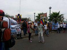 11:57am En Pza. de Toros se reúnen marchistas de La Isabelica y Flor Amarillo #Valencia