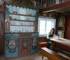 Copyright: Old Norwegian rose painted cabinet (rosemalt kannestol) at Hallingdal Museum on Gol in Buskerud County, Norway. The guide makes lacework.