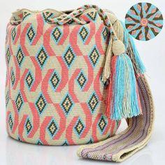 "341 Beğenme, 2 Yorum - Instagram'da Just Wayuu (@just.wayuu): ""Handcrafted handbags made by indigenous wayuu in the north of Colombia. Worldwide shipping. PayPal…"""