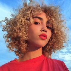 This It Girl's Bleached Curls Are the Cure for Beauty Boredom