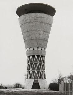 Des sites industriels abandonnés deviennent des réserves d'eau légère. - Ici : Un chateau d'eau. Bernd & Hilla Becher