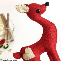 Cervatillo Ende Rojo :) https://www.etsy.com/es/listing/488021385/cervatillo-ende-rojo #ciervo #fieltrodelana #bambi #bambie #cervatillo #deer #fawn #woolfelt #dadanoias #feltdeer #deerfelt #dadanoias