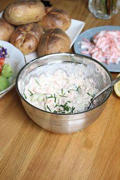 Den goda röran gör du på tonfisk, majonnäs, morot och gurka bland annat. Så himla god och gick hem hos hela familjen. Min son som avskyr tonfisk men han älskar den här röran! Han har ingen aning att det är tonfisk i denna röran hehe BAKPOTATIS 4 st bakpotatisar TONFISKRÖRA 3 dl mjölkfri creame fraiche (går [...]