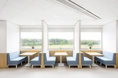 TNO Helmond – Automotive Campus by Hollandse Nieuwe - Informal meeting space Conference Room, Space, Table, Furniture, Home Decor, Floor Space, Decoration Home, Room Decor, Tables