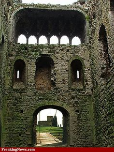 beautiful! Picture Places, Castle Ruins, Old Doors, Something Old, The Other Side, Brooklyn Bridge, Castles, Beautiful Pictures, Old Things