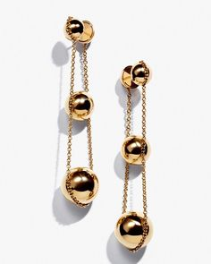Worn by Lady Gaga during the Legendary Campaign of Tiffany and Co. This Triple Drop Earrings from the Tiffany Hardware Collection will be available in stores on May Jewelry Box, Jewelery, Fine Jewelry, 18k Gold Jewelry, Jewelry Making, Statement Earrings, Dangle Earrings, Fashion Accessories, Fashion Jewelry