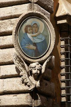 Virgin and Child  (Roma, Piazza di Santa Maria in Campitelli)