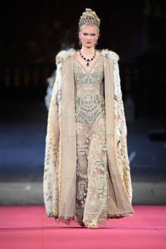 See all the Collection photos from Dolce & Gabbana - Alta Moda Autumn/Winter 2020 Pre-Fall now on British Vogue Unique Fashion, Love Fashion, High Fashion, Fashion Show, Fashion Outfits, Fashion Design, Dolce & Gabbana, Fashion Week, Fashion 2020