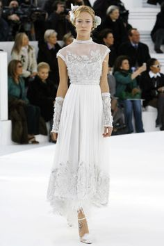 Chanel Spring 2006 Couture Fashion Show - Carmen Kass