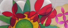 Borboletas vermelhas saindo de uma flor verde e amarela simbolizando o início do…