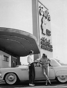 Debbie Reynolds and her 1955 T Bird in front of Bob's Big Boy (probably the one on Toluca Lake Blvd. Golden Age Of Hollywood, Old Hollywood, California History, Southern California, Burbank California, Big Boy Restaurants, Toluca Lake, Las Vegas, Debbie Reynolds