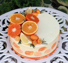 Торт на свадьбу в апельсиновом стиле Внутри бисквит ванильный, крем сливочно-творожный, малина и голубика, 4,7 кг.