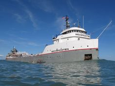 Great Lakes & Seaway Shipping schedule, B will love this at grandmas! http://www.boatnerd.com/passage/defaultpassage.htm