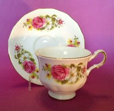 Queen Anne Pedestal TeaCup & Saucer Pink Roses & Black Eyed Susans England - Saucers - Ideas of Saucers White Roses, Pink Roses, Bone China Tea Cups, Black Eyed Susan, Tea Cup Saucer, Queen Anne, Teacup, Pedestal, England