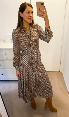 We're rounding up Zara outfits with some of their best affordable pieces that look so expensive. Read on to get the look. Zara Outfit, Fall Fashion Trends, Fashion Ideas, Zara Dresses, Midi Dresses, How To Look Classy, Formal, Autumn Winter Fashion, Winter Style
