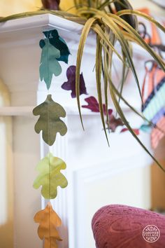 The simplicity of these little leaf chains is so fun, cute and creative.