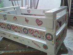 Creatividad con cajon de verduras! Decoupage, Toy Boxes, Wooden Boxes, Ideas Para, Toy Chest, Storage Chest, Recycling, Diy, Cabinet