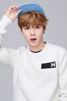 Luhan Izzue new hat line (with Luhan's logo!!) promotion