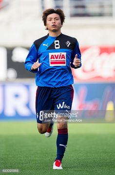 493095868-takashi-inui-of-sd-eibar-warms-up-prior-to-gettyimages.jpg (389×594)